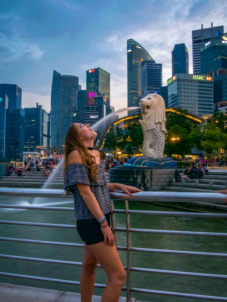 Travel girl at Singapore's Merlion Fountain