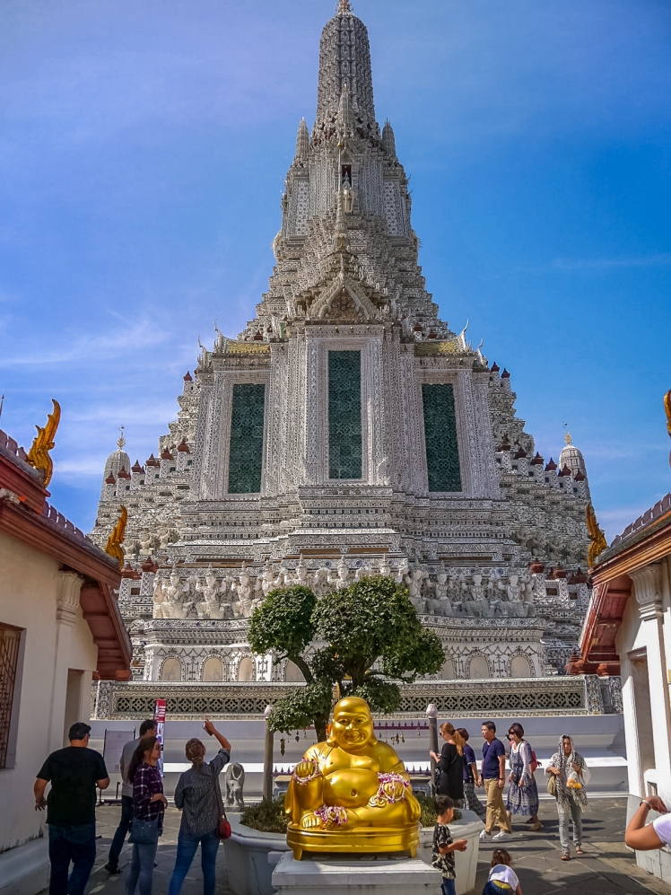 Buddha statue inside the entrance of Wat Arun