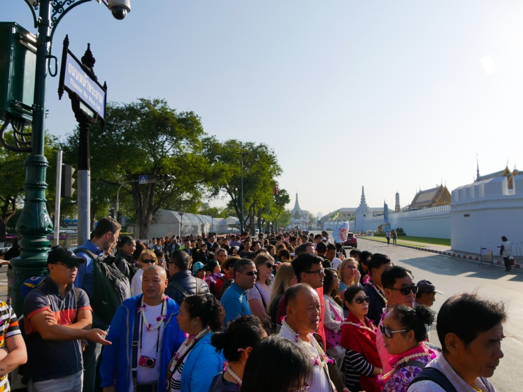 Crowds waiting for opening of Grand Palace in Bangkok